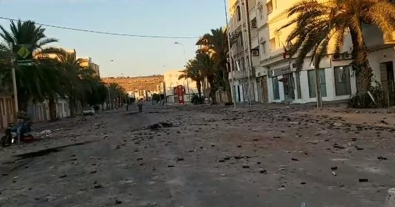 Photo of (بالفيديو) – عودة الهدوء بعد مواجهات ليلية بين الأمن والمحتجين في تطاوين..