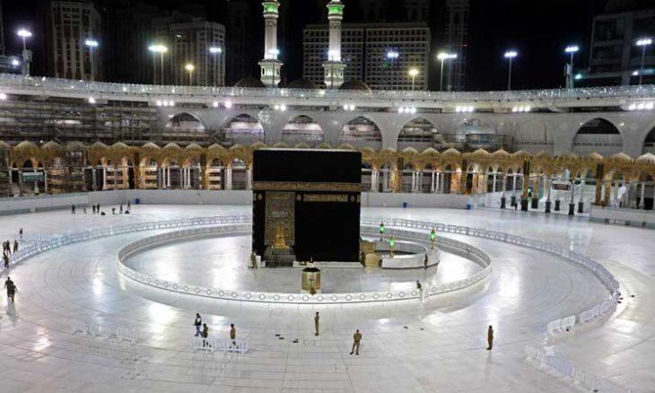 Photo of السعودية تمنع تقبيل الحجر الأسود أو لمس الكعبة المشرفة..